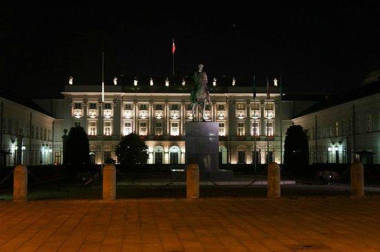 Presidential Palace (Palac Prezydencki): The palace by night.
