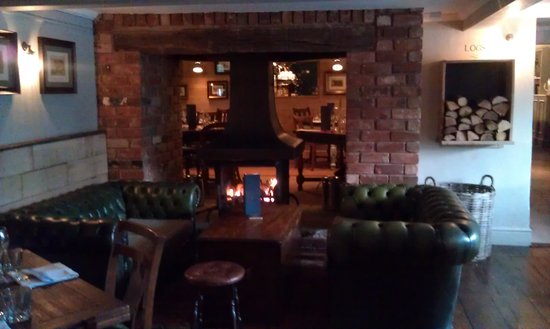 Ye Olde Saracens Head: Warming by the fire