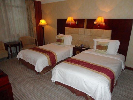 Grand Mercure Xian on Renmin Square: twin beds