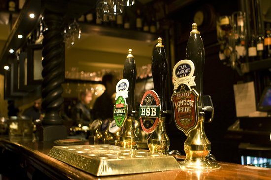 The Andover Arms: Fine Ale on the ready...