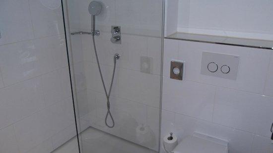 Marc Munchen: Shower