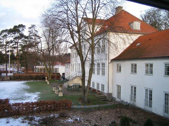Schaeffergarden: Blick auf das Hauptgebäude; rezeption ist noch dahinter in dem Anbau.