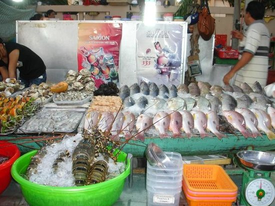 Tropicana Resort Phu Quoc: Seafood at downtown Black Market