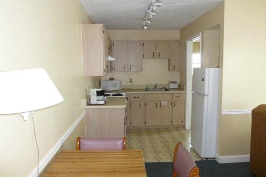 Coastal Waters Inn : kitchen rm 215