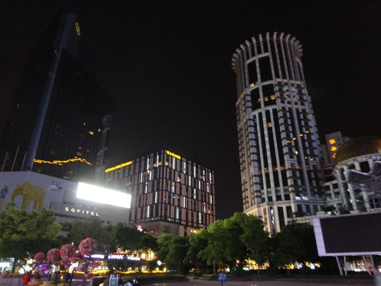 Grand Central Hotel Shanghai: Hotel from outside