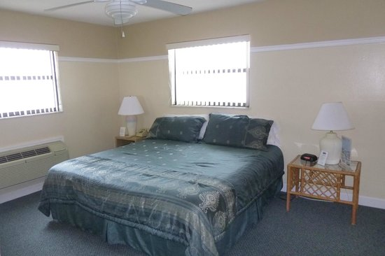 Coastal Waters Inn: bedroom rm 215