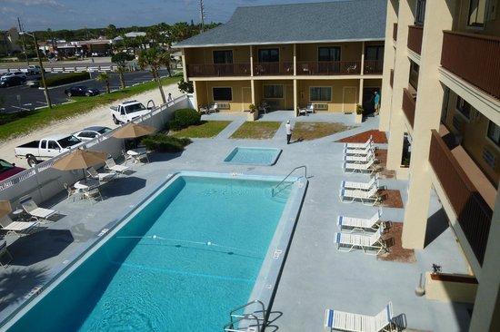 Coastal Waters Inn: pool area