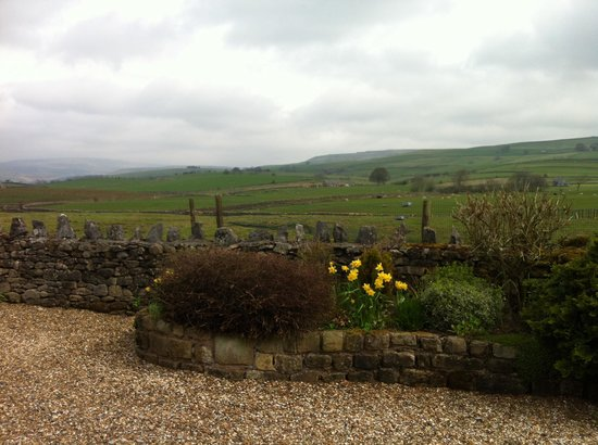 Moor View Bed and Breakfast: Ingleborough in the background