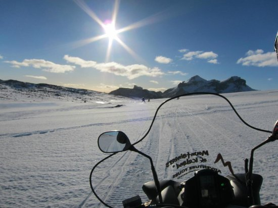 Langjokull Glacier: Flat out down hill - here we come!
