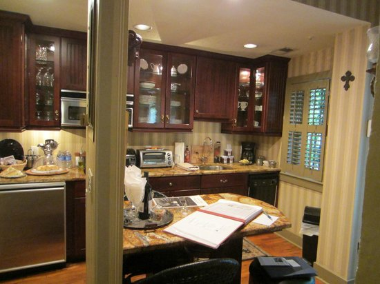 Armstrong Inns Bed and Breakfast: Full gourmet kitchen with breakfast bar, the Jenkins House