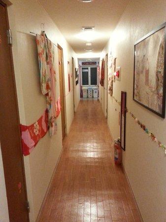 Aizuya Inn : 2nd floor corridor
