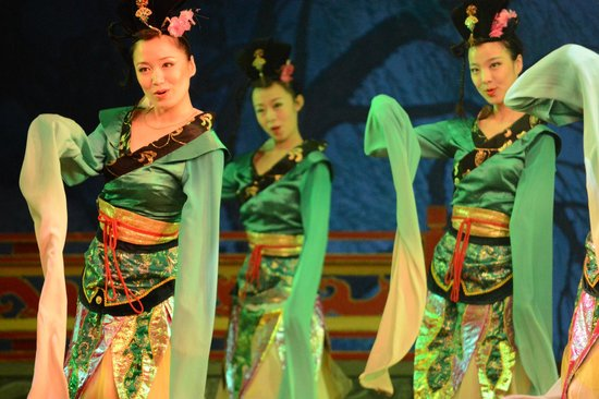 Tang GeWu He JiaoZi Yan: Beautiful Costums