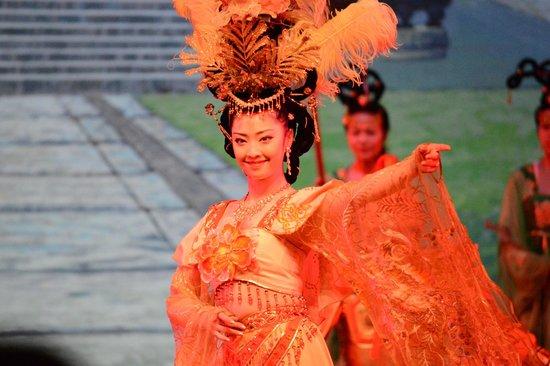 Tang GeWu He JiaoZi Yan: Great Seats