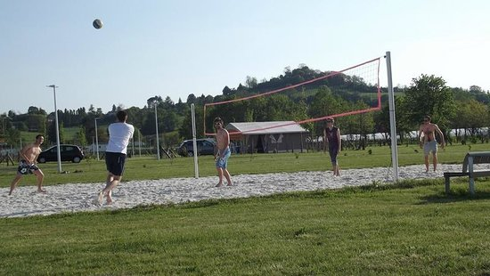 Camping Lot et Bastides : beach-volley