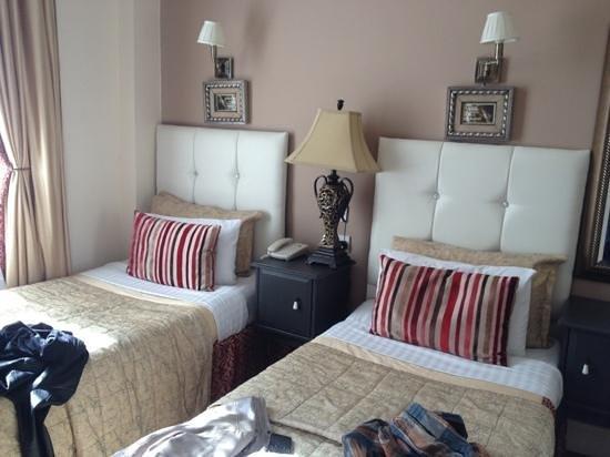 Piccolino Hotel: twin room b