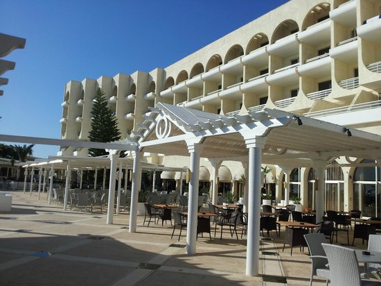 Golden Coast Beach Hotel: Hotel