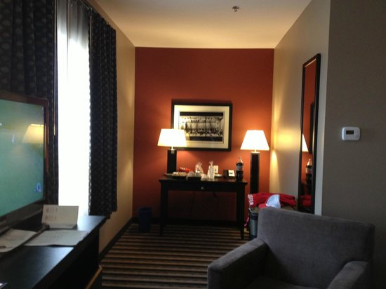 BEST WESTERN PLUS Blairmore: Executive King Room - desk