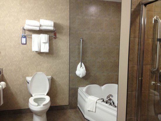 BEST WESTERN PLUS Blairmore: Executive King Room - Bathroom