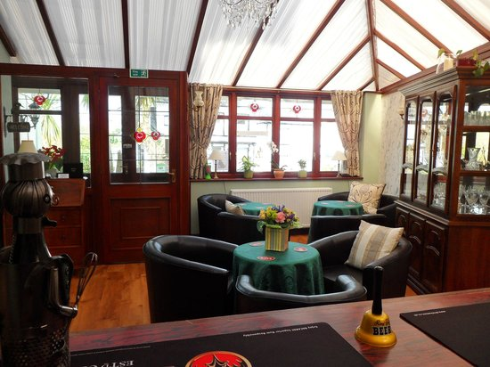 Kings Lodge: Conservatory Bar
