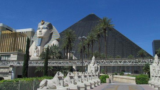 Luxor Las Vegas: Front view