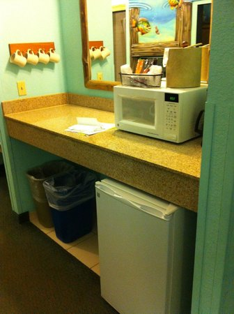 Blue Harbor Resort: Kitchenette area