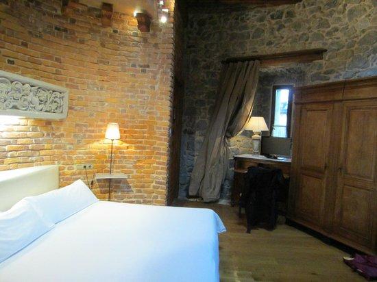 Castillo de Arteaga: 2nd floor tower room