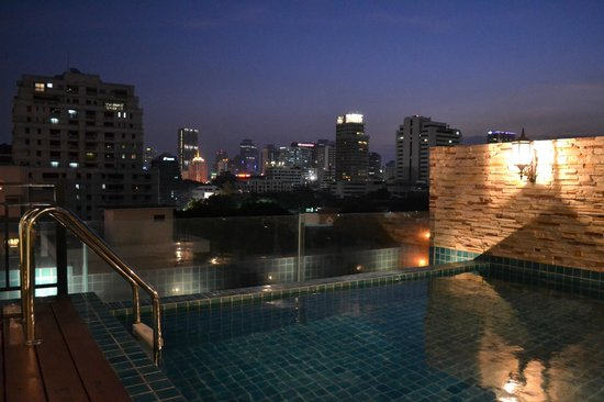 Rongratana Executive Residence: The Rooftop Pool