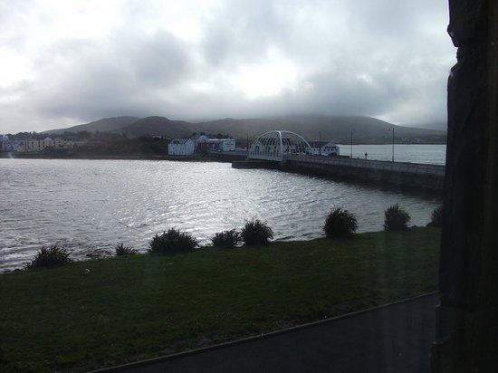 Ostan Oilean Acla: bridge view