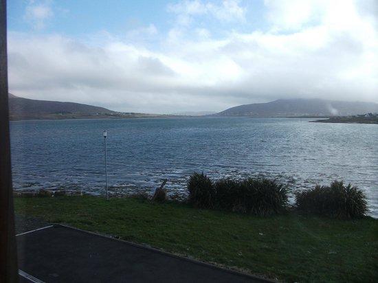 Ostan Oilean Acla: bay view