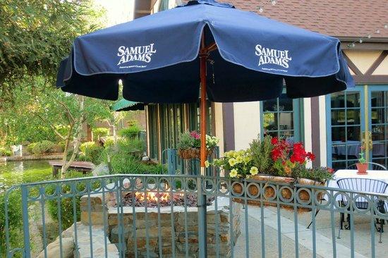 Holiday Inn Selma-Swan Court: Restaurant patio