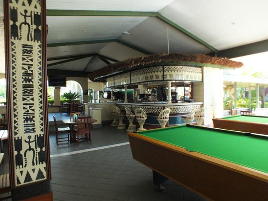 Fiji Gateway Hotel: Bar area