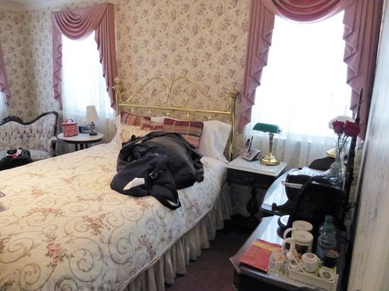 Pacific Victorian Bed and Breakfast: Bed