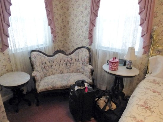 Pacific Victorian Bed and Breakfast: Sitting area