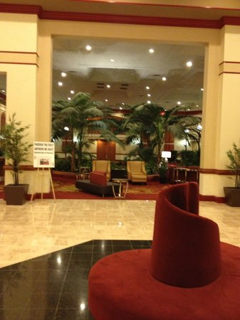Hartford/Windsor Marriott Airport: part of the lovely lobby