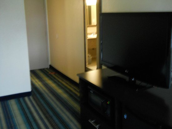 Super 8 Vallejo/Napa Valley: New carpets and fixtures