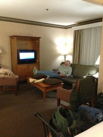 Comfort Suites: Sitting area -- pardon our my husband in the pic, lol.