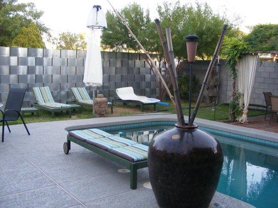 ZenYard Guest House: garden