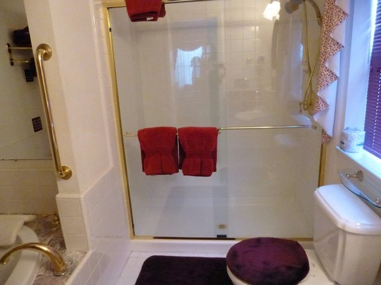 Pacific Victorian Bed and Breakfast: Shower