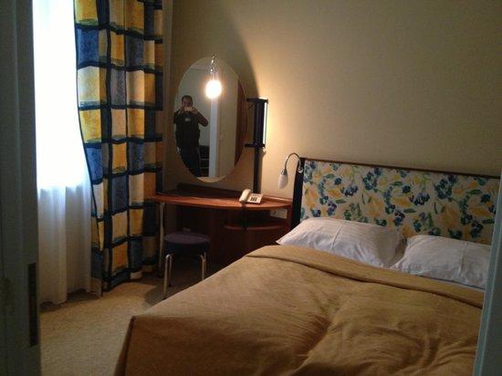 Starlight Suiten Hotel Renngasse: Bedroom