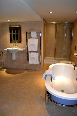 Channings Hotel: Bathroom