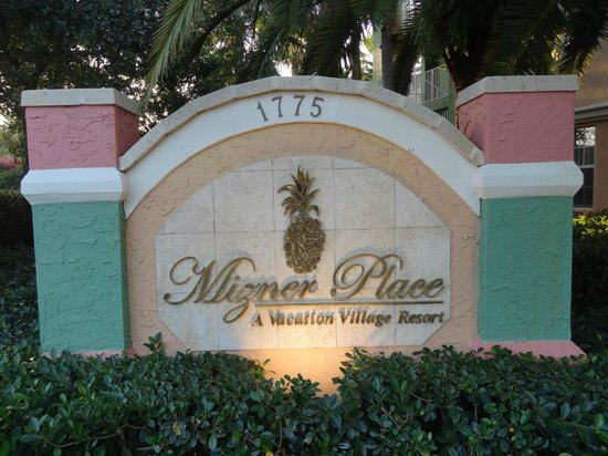 Mizner Place at Weston Town Center : Resort Entrance