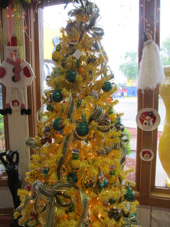 South of the Border, Carolina del Sur: Christmas Ornaments on Display