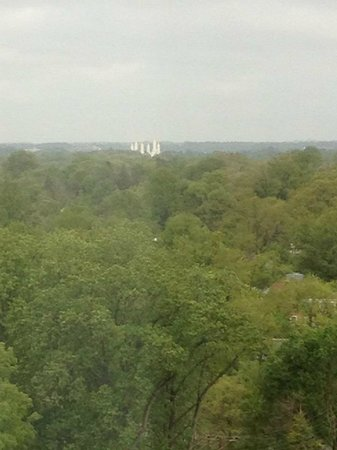 Sheraton Silver Spring Hotel: View from Club Lounge (Mormon church)