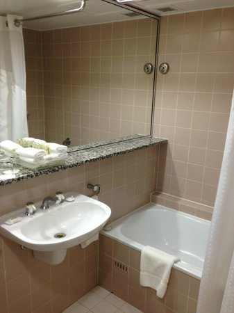 Holiday Inn Sydney Airport: Bath
