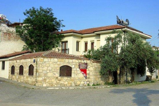 Urkmez Hotel: Outside view