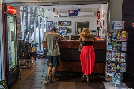Base Brisbane Uptown : reception