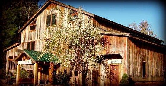 Sugar Hollow Retreat: The Lodge