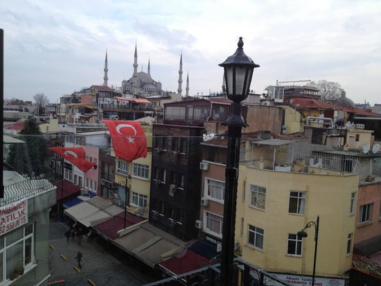 Alaturka Hotel: View of Blue Mosque from Hotel's top floor terrace.