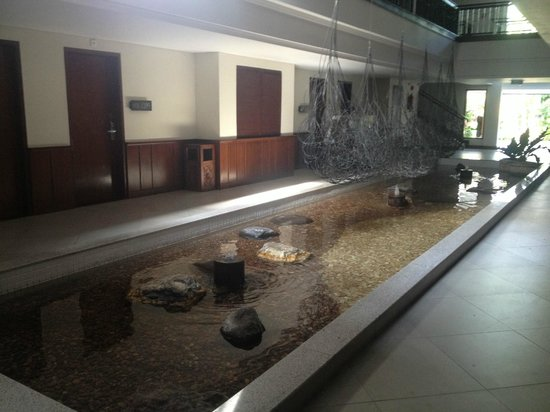 Padma Resort Legian: Water feature outside room