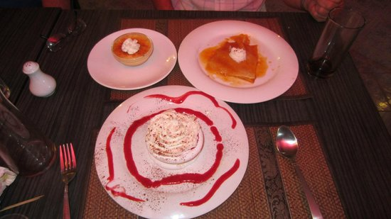 Froggy's French Bistro: Magnificent deserts.